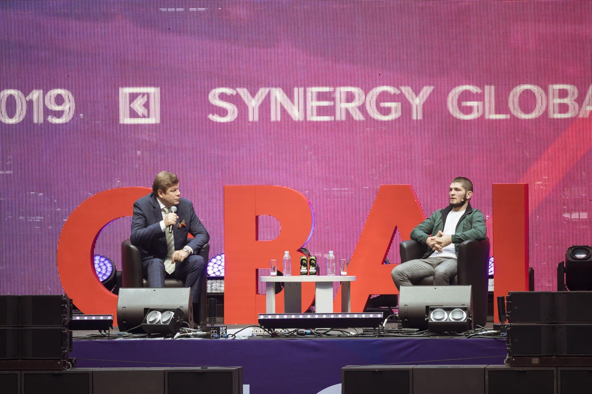 Хабиб Нурмагомедов на Synergy Global Forum дал интервью Дмитрию Губерниеву