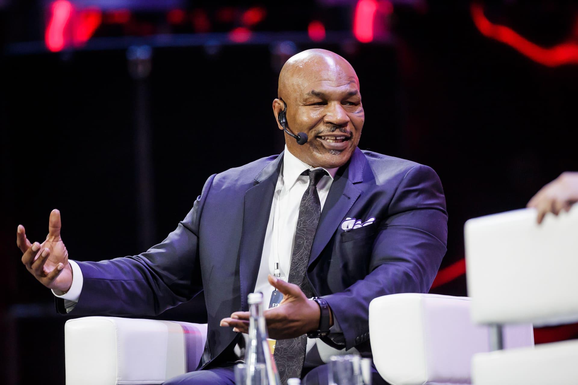 На бизнес-форуме «Синергии» Synergy Global Forum в Москве выступил легендарный боксёр Майк Тайсон