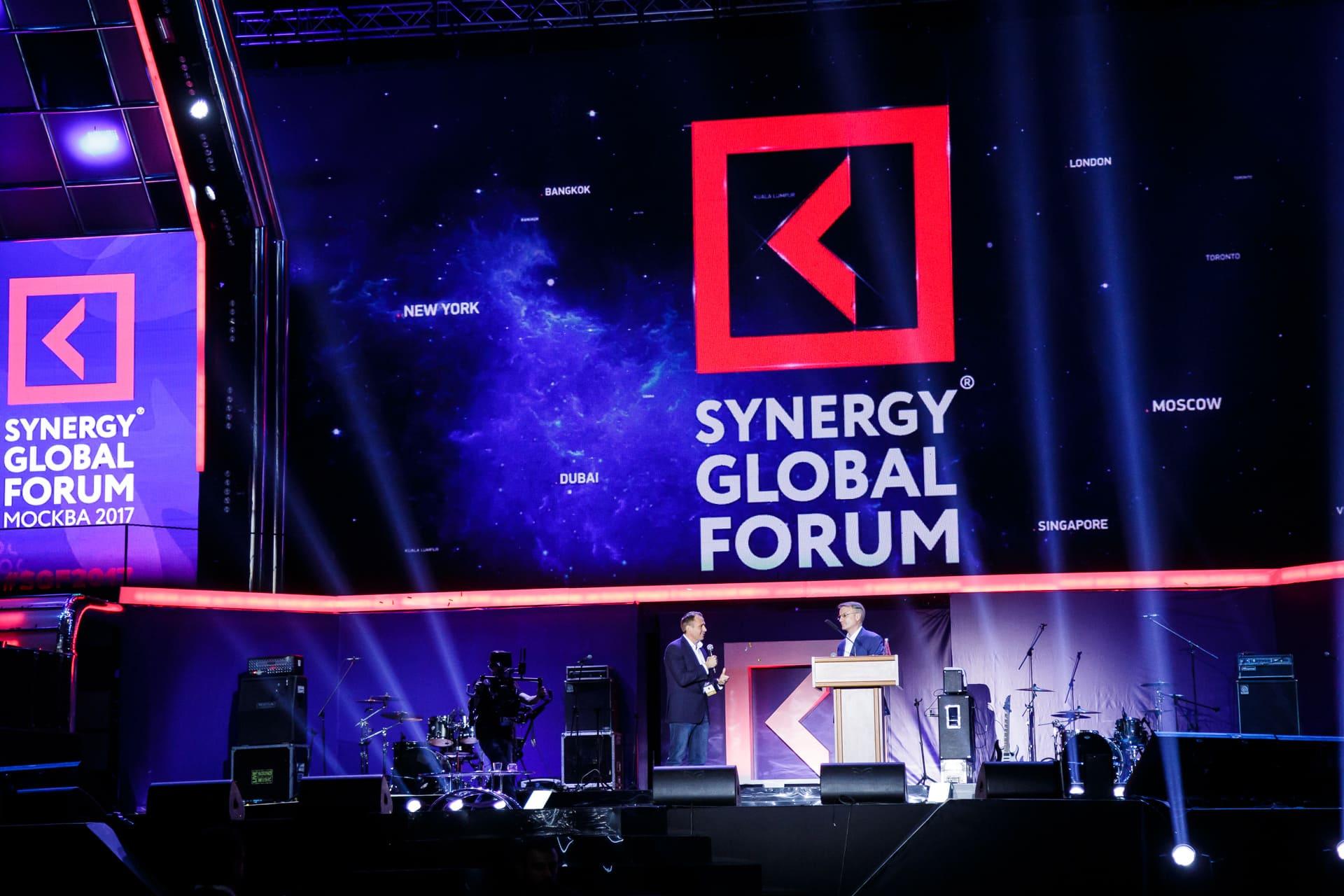 На бизнес-форуме «Синергии» выступили Майк Тайсон, Оливер Стоун и Ник Вуйчич