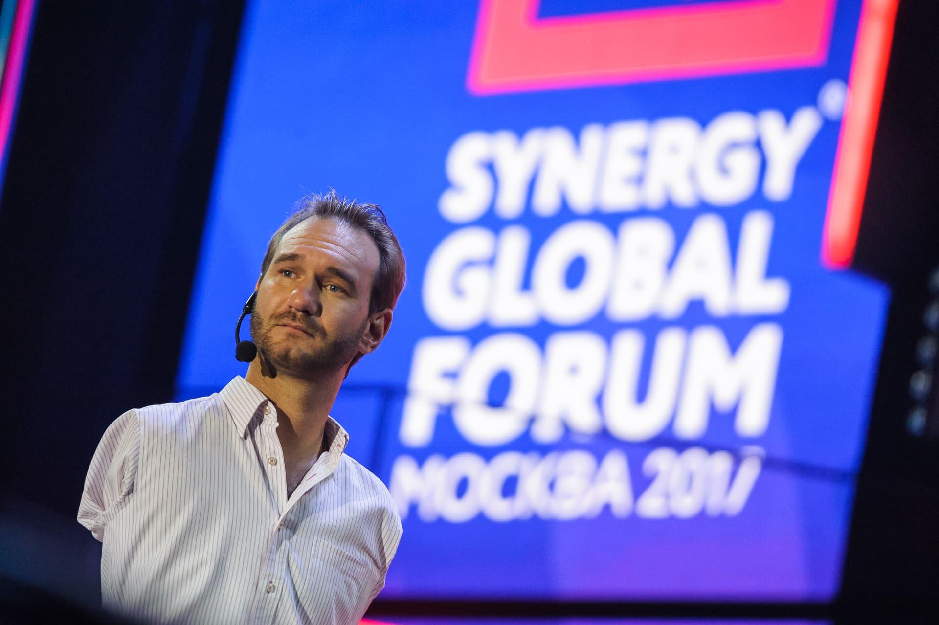 На бизнес-форуме «Синергии» Synergy Global Forum в Москве выступил известный мотивационный спикер Ник Вуйчич