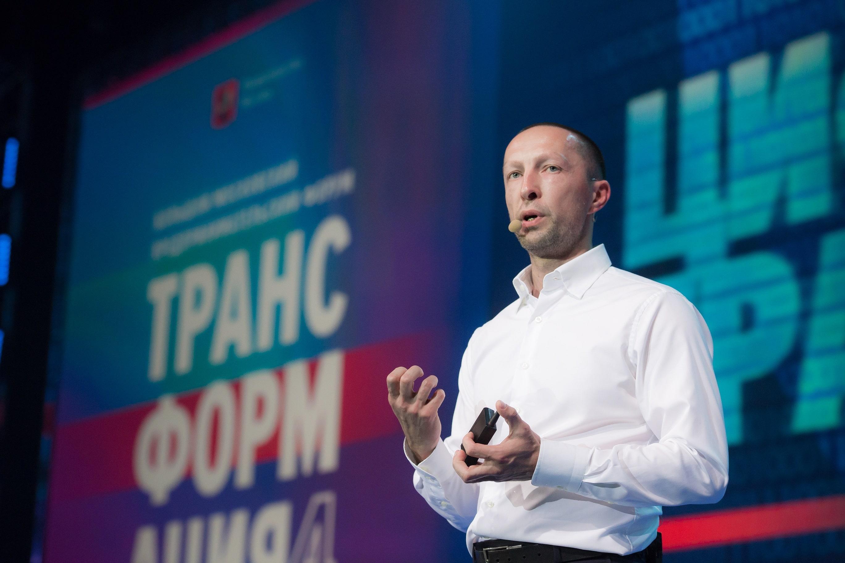 На форуме «Трансформация 4» Вадим Лобов выступил с лекцией о развитии технологий