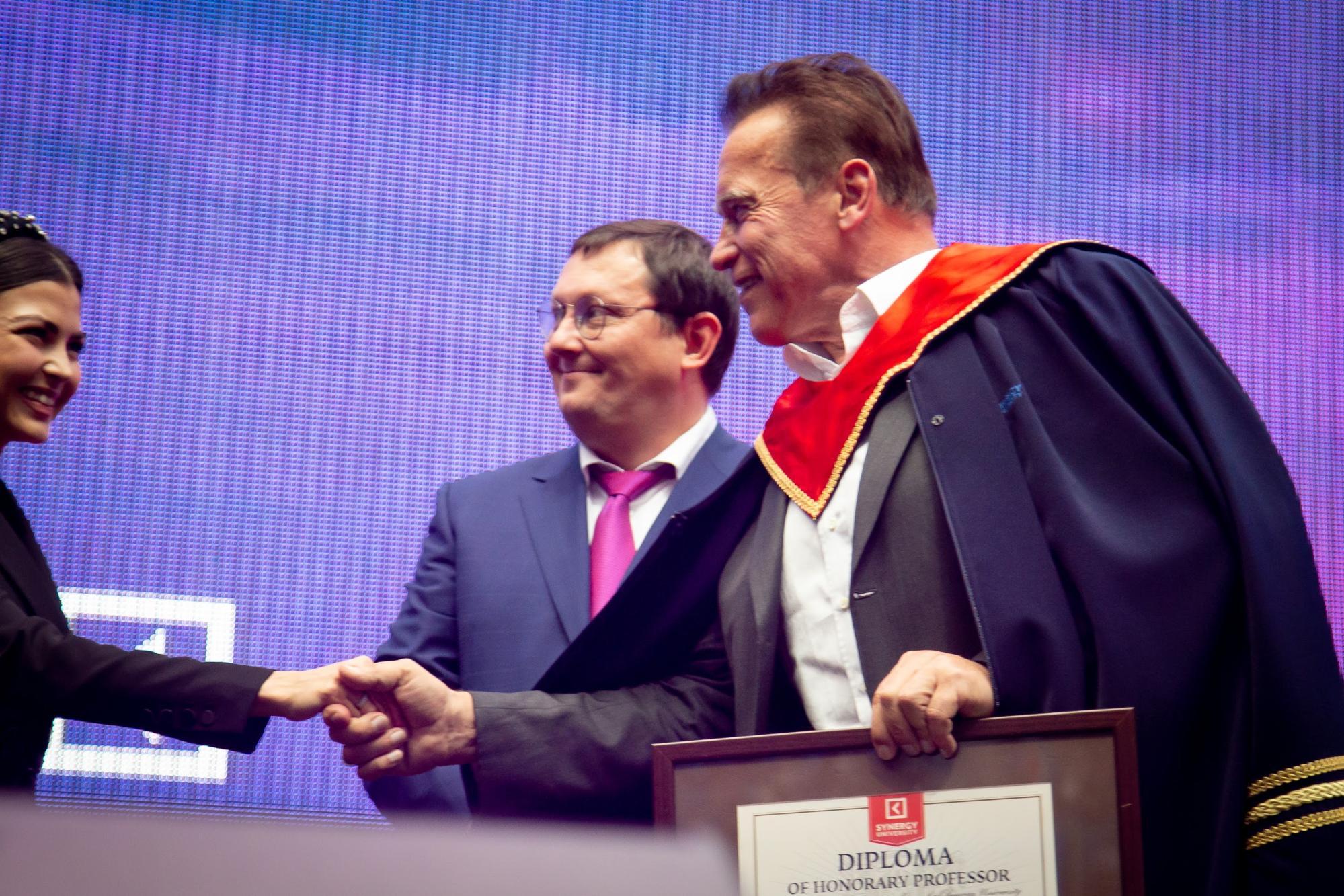 Арнольд Шварценеггер стал почётным профессором Университета «Синергия»
