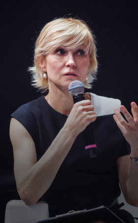 Рената Литвинова выступила на Synergy Woman Forum