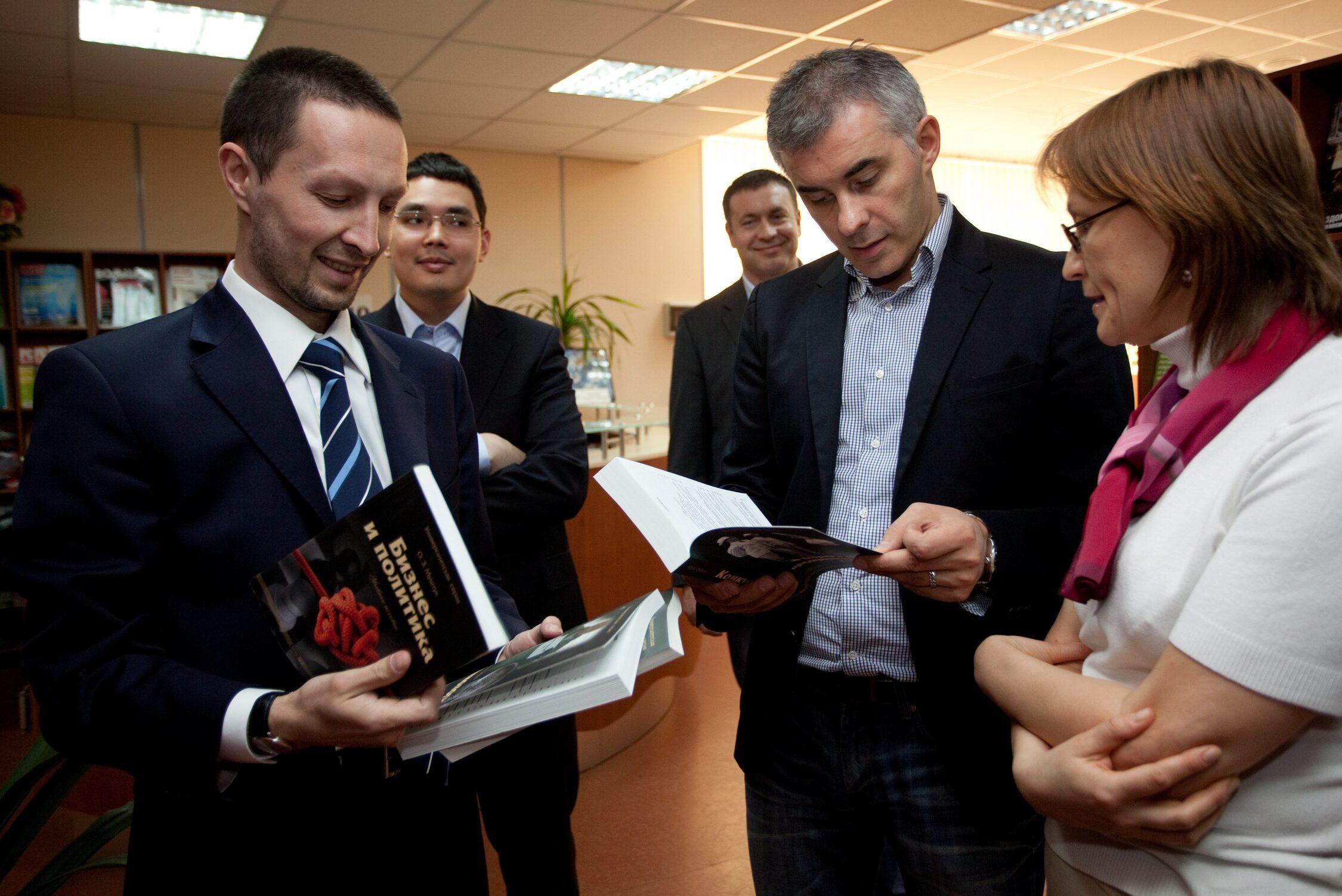 Бизнесмен Вадим Дымов в Издательском доме «Синергия»