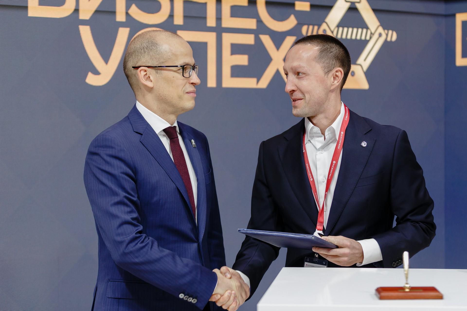 Подписание соглашения с Александром Бречаловым