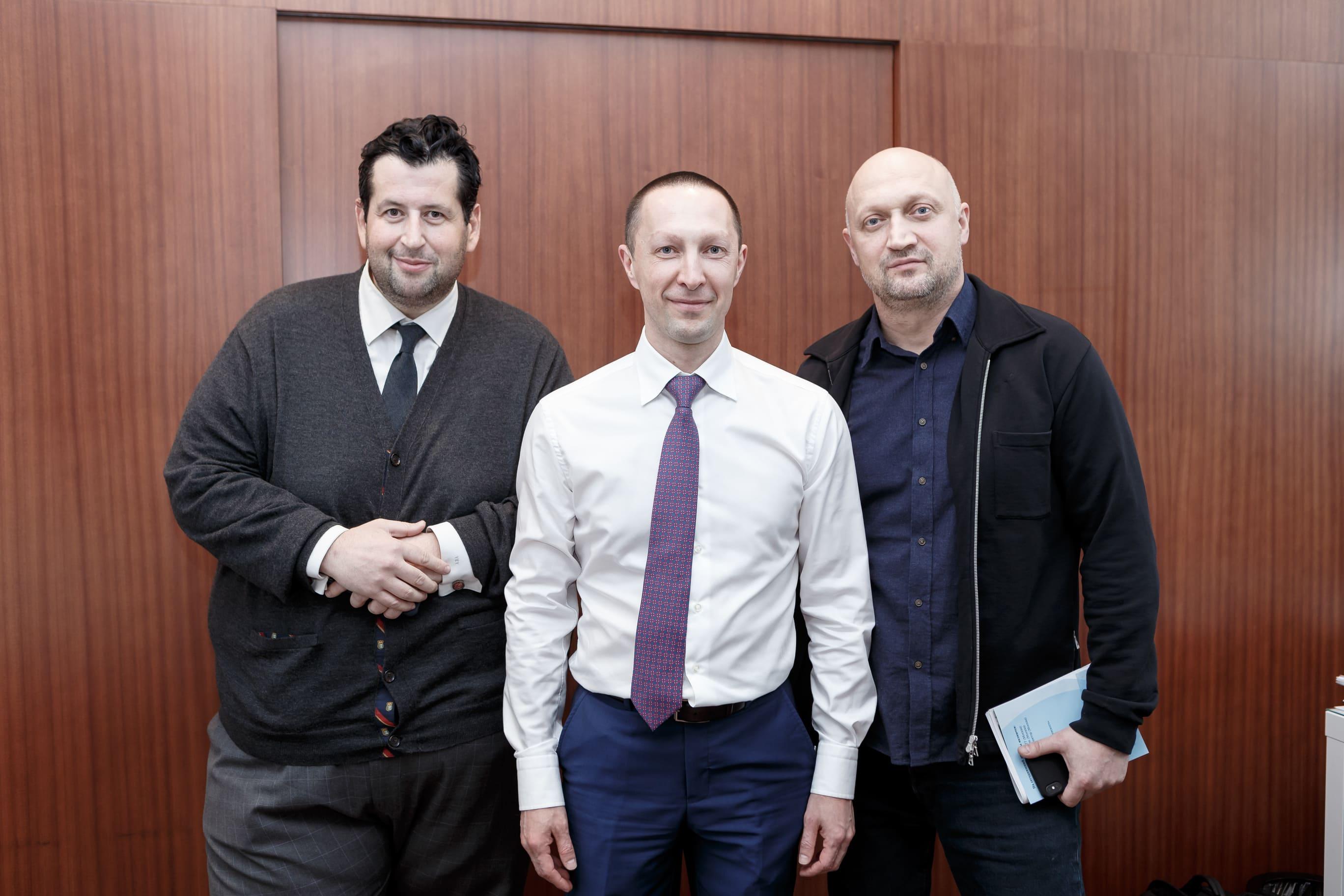 Гоша Куценко, Ян Яновский и Вадим Лобов на Synergy Charity Forum