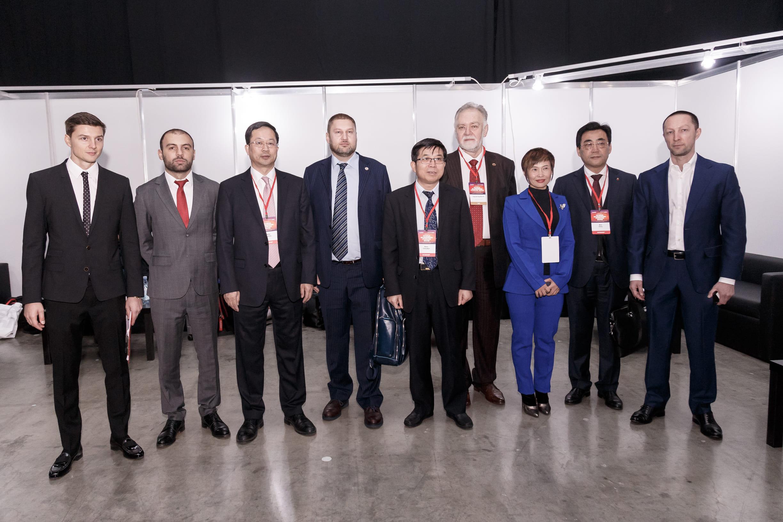 Вадим Лобов и китайская делегация на Synergy China Business Forum