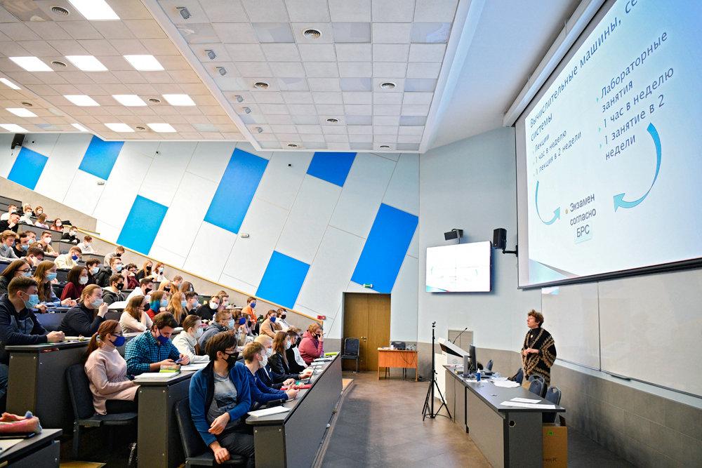 Количество россиян с высшим образованием превысило 31%